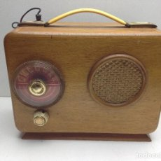 Radios de válvulas: PEQUEÑA Y ANTIGUA RADIO DE MADERA - SIN MARCA APARENTE - NO PROBADA. Lote 118097523