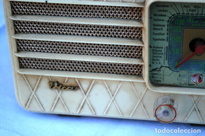 Radios de válvulas: AUTENTICA RADIO DECORACION VINTAGE MARCA VICA SUENA PERFECTAMENTE AÑOS 60 LEER MAS - Foto 3 - 118251007