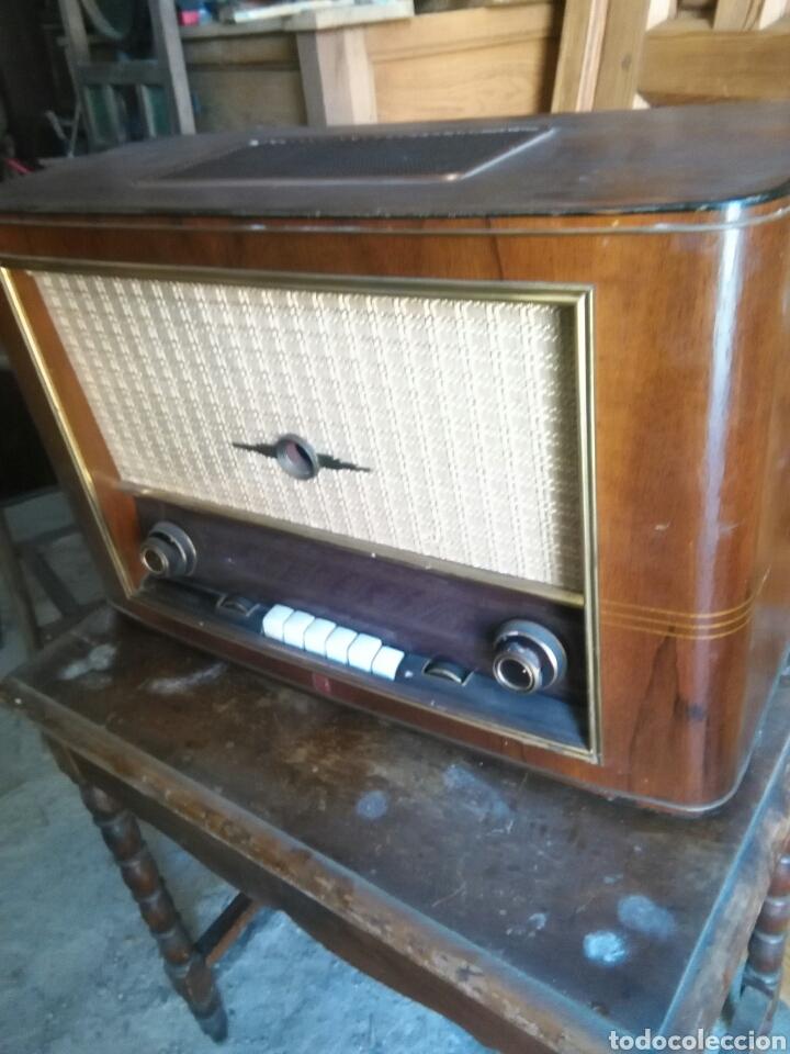ANTIGUA RADIO DE VALVULAS PHILIPS (Radios, Gramófonos, Grabadoras y Otros - Radios de Válvulas)