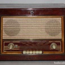 Radios de válvulas: RADIO TOCADISCOS DE LA CASA PHILIPS. Lote 119083995