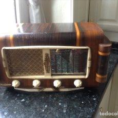 Radios de válvulas: RADIO MARCA PERFECTA. MIDE EN CMS (55X24X30). CARCASA MADERA. NO FUNCIONA. Lote 131649371