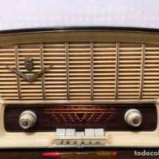 Radios de válvulas: RADIO IBERIA L-422 CON MUEBLE DE BAQUELITA.. Lote 122919251