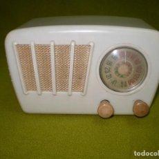 Radios de válvulas: PEQUEÑA Y COQUETA RADIO DE VALVULAS DE FABRICACION ESPAÑOLA.¡¡¡FUNCIONA!!!. Lote 124452063