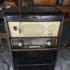 Radios de válvulas: RADIO SCHNEIDER GARDAS FM Y TOCADISCOS - BUEN FUNCIONAMIENTO. Lote 124646683
