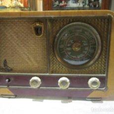 Radios de válvulas: ANTIGUA RADIO YOLA. ENCIENDE PERO NO SUENA. 37 X 18 X 24 CMS. ALTURA.. Lote 125282527