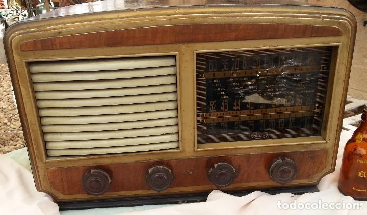Radios de válvulas: Radio de válvulas antigua. Marca INTER. Años 60-70 - Foto 3 - 125964067