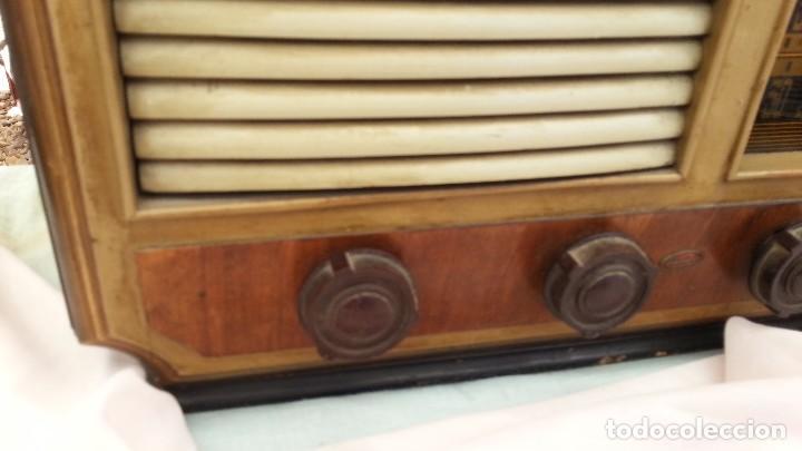 Radios de válvulas: Radio de válvulas antigua. Marca INTER. Años 60-70 - Foto 4 - 125964067