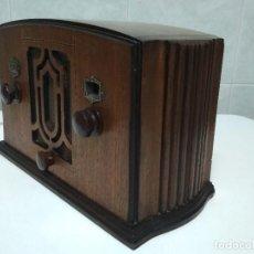 Radios de válvulas: BONITA RADIO AMERICANA MARCA SENTINEL EN MADERA NOBLE - FUNCIONANDO. Lote 126705583