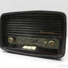 Radios de válvulas: ANTIGUA RADIO DE VÁLVULAS BAQUELITA MARCA KOMSOMOLEC RUSIA USSR. Lote 127889395