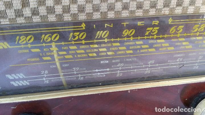 Radios de válvulas: Radio de válvulas antigua. Marca INTER BERING. Precioso objeto años 60-70 - Foto 6 - 128000519