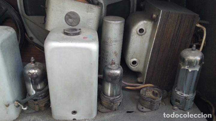 Radios de válvulas: Radio de válvulas antigua. Marca INTER BERING. Precioso objeto años 60-70 - Foto 13 - 128000519