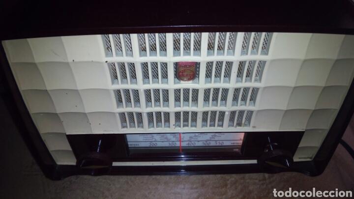Radios de válvulas: Pequeña Radio Philips BX135U/81 Funcionando - Foto 4 - 128113807