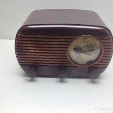 Radios de válvulas: ANTIGUA RADIO DE BAQUELITA COLOR GRANATE A VALVULAS MARCA PHILIPS SIN MODELO APARENTE - NO PROBADA. Lote 128922407