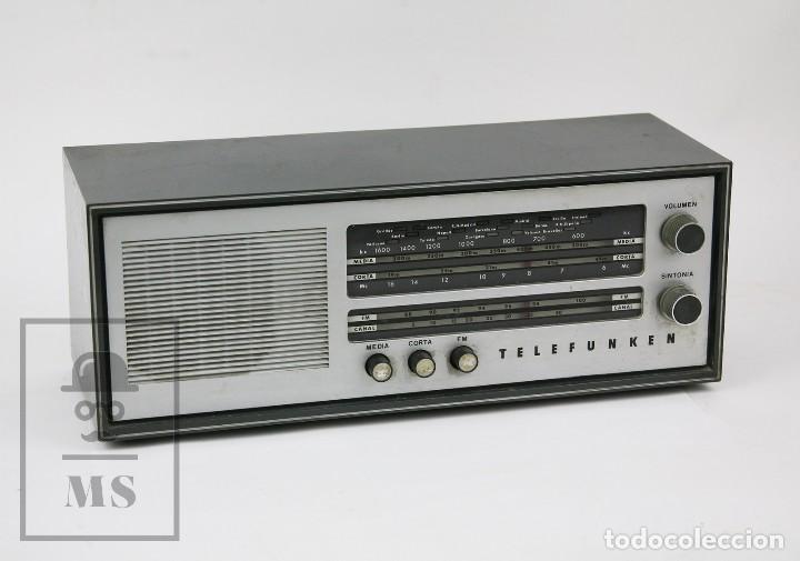 ANTIGUA RADIO DE VÁLVULAS - TELEFUNKEN. CAMPANELA A-2636 FM - RESTAURACIÓN O PIEZAS - AÑOS 60 (Radios, Gramófonos, Grabadoras y Otros - Radios de Válvulas)