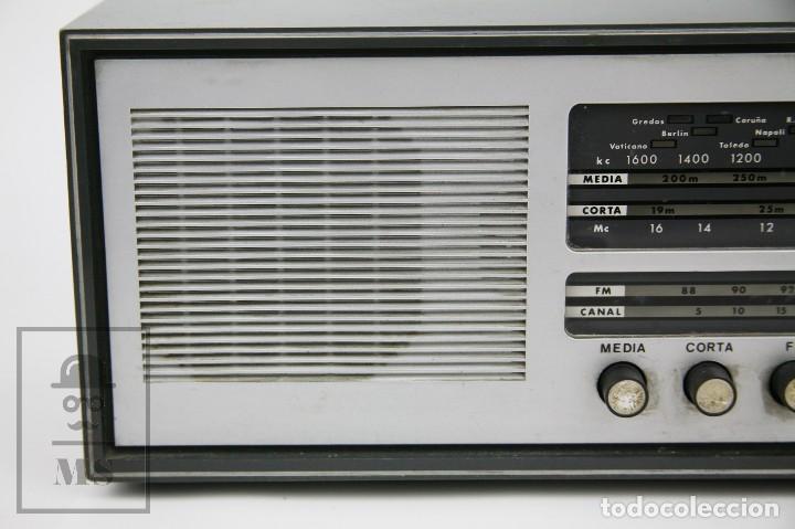 Radios de válvulas: Antigua Radio de Válvulas - Telefunken. Campanela A-2636 FM - Restauración o Piezas - Años 60 - Foto 3 - 129513751
