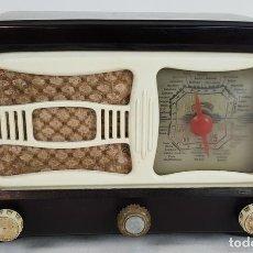 Radios de válvulas: RADIO A VÁLVULAS. RADIOS DE KIT ESPAÑOLAS. CARCASA DE BAQUELITA. CIRCA 1950. . Lote 129697607
