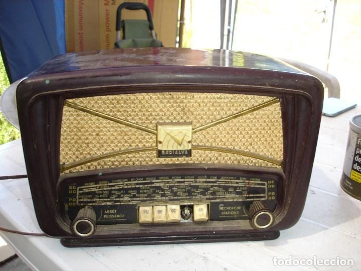 BONITA Y RECOGIDA RADIO EN BAQUELITA ANOS 1940 DE COLECCION VER FOTOS (Radios, Gramófonos, Grabadoras y Otros - Radios de Válvulas)