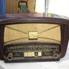 Radios de válvulas: BONITA Y RECOGIDA RADIO EN BAQUELITA ANOS 1940 DE COLECCION VER FOTOS. Lote 131219144