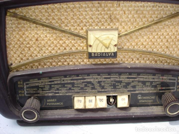Radios de válvulas: Bonita y recogida radio en baquelita anos 1940 de coleccion ver fotos - Foto 3 - 131219144