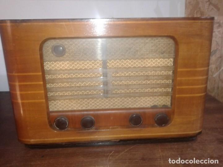 RADIO GRUNDIG TYPE 2010 EN CAJA DE MADERA (Radios, Gramófonos, Grabadoras y Otros - Radios de Válvulas)