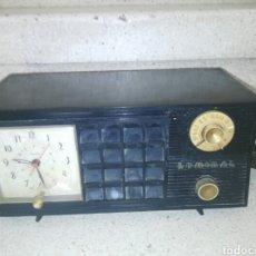 Radios de válvulas: RADIO ADMIRAL -DE BAQUELITA-MADE IN USA-CHICAGO-CON RELOJ.. Lote 131338373