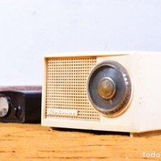 Radios de válvulas: ANTIGUA RADIO DE VÁLVULAS MARCONI UM 137 - BAQUELITA COLOR CREMA, CON VOLTÍMETRO ORIGINAL REGULABLE. Lote 131565482