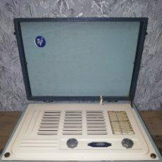 Radios de válvulas: RADIO MALETÍN VIDOR CELESTE. BUEN ESTADO DE CONSERVACIÓN. . Lote 132072710