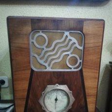 Radios de válvulas: BONITA RADIO DE VALVULAS DE CAPILLA .. Lote 132317582