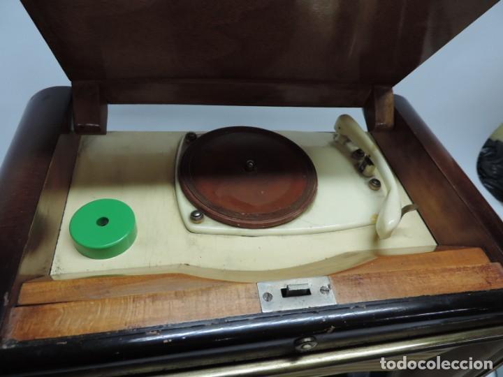 Radios de válvulas: Telefunken Festival 57 (con tocadiscos) La radio se encuentra en buenas condiciones estéticas, no sa - Foto 4 - 132457414