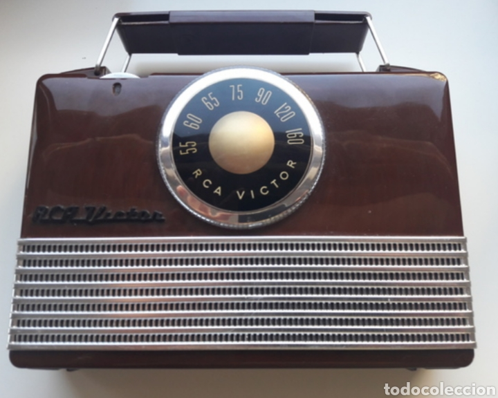 RADIO RCA VICTOR PORTATIL CON FUNDA B-411 MODEL (Radios, Gramófonos, Grabadoras y Otros - Radios de Válvulas)