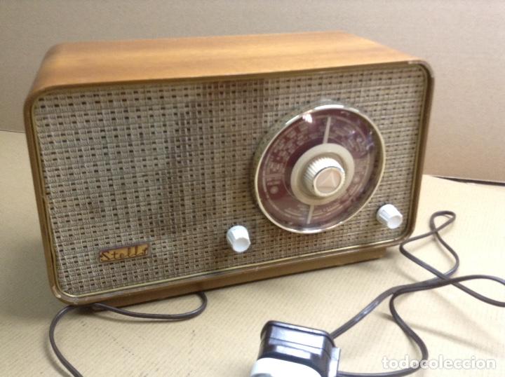 RADIO STELLA. MODELO ST24 LU. FUNCIONA. EN MADERA. MIDE EN CMS( 32X14X19) (Radios, Gramófonos, Grabadoras y Otros - Radios de Válvulas)