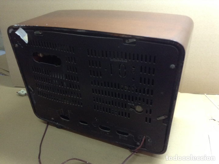 Radios de válvulas: Radio Radiola en madera funciona a 220V. Mide en cms ( 50x22x38) - Foto 2 - 133145511