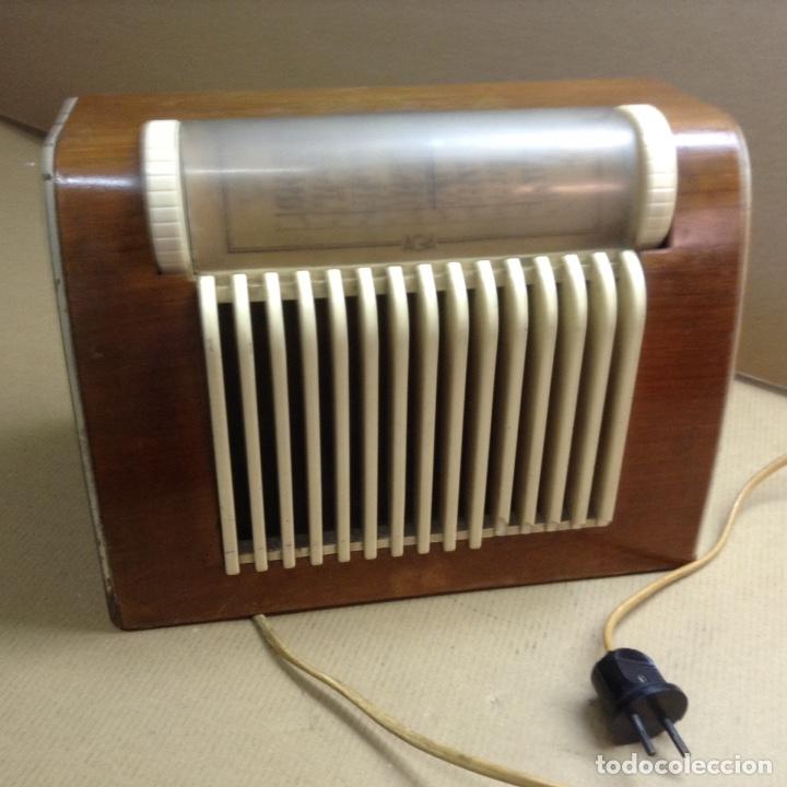 RADIO AGA A 125V. FUNCIONA. MIDE EN CMS( 30X17X21) (Radios, Gramófonos, Grabadoras y Otros - Radios de Válvulas)