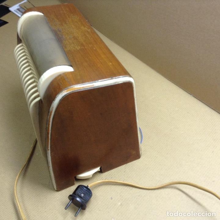 Radios de válvulas: Radio AGA a 125V. Funciona. Mide en cms( 30x17x21) - Foto 2 - 133220647