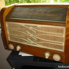 Radios de válvulas: RADIO PHILIPS TYP,BS5940 Nº 16459,MADERA,53X35X25,LLEVA CHAPA TOLL,AÑOS 50,FUNCIONANDO. Lote 133374494