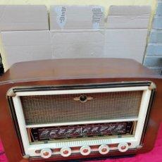 Radios de válvulas: IMPECABLE RADIO ANTIGUA DE VÁLVULAS. Lote 136709865