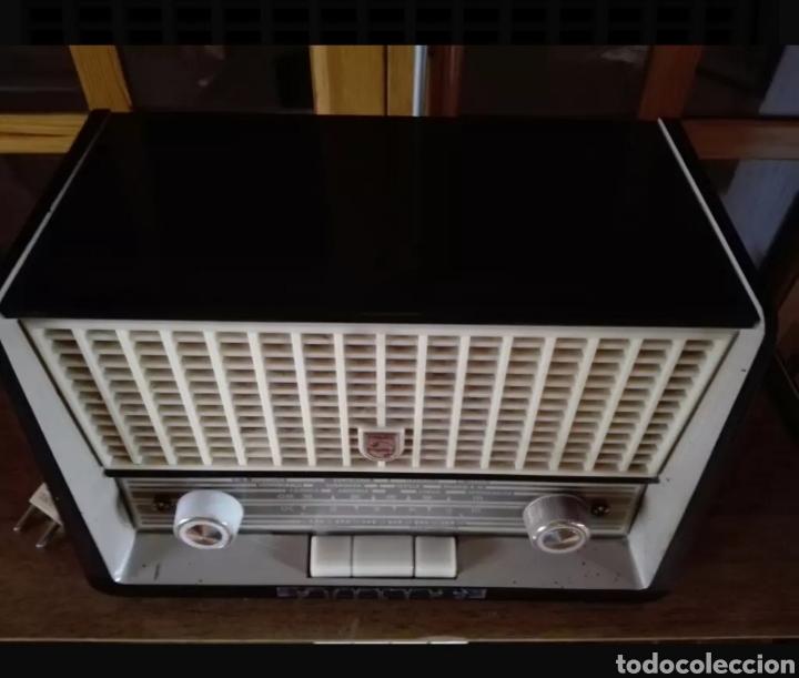 RADIO PHILIPS CON VOLTIMETRO (Radios, Gramófonos, Grabadoras y Otros - Radios de Válvulas)
