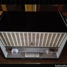 Radios de válvulas: RADIO PHILIPS CON VOLTIMETRO. Lote 137214090