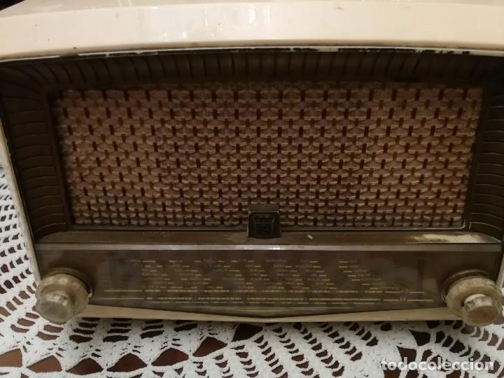 RADIO FUNCIONANDO RADIOLA DE BAQUELITA BLANCA (Radios, Gramófonos, Grabadoras y Otros - Radios de Válvulas)