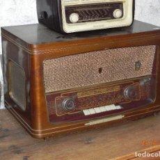 Radios de válvulas: RADIO TOCADISCOS 1960 MARCA IBERIA MODELO N-824 6 VALVULAS (ARREGLADO). Lote 139734994