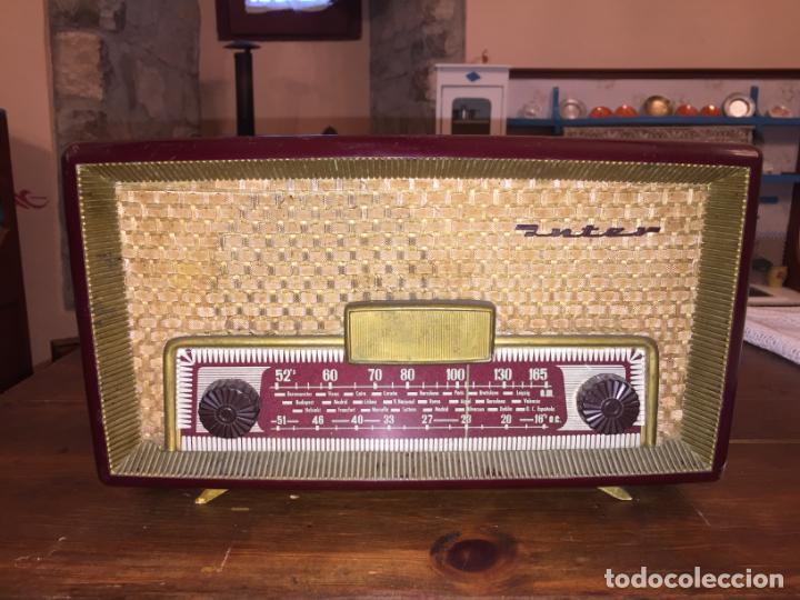 ANTIGUA RADIO A VÁLVULAS DE BAQUELITA DE LA MARCA INTER MODELO GOBI DE LOS AÑOS 50-60 (Radios, Gramófonos, Grabadoras y Otros - Radios de Válvulas)