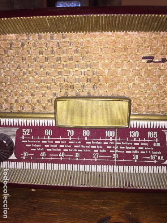 Radios de válvulas: Antigua radio a válvulas de baquelita de la marca Inter modelo Gobi de los años 50-60 - Foto 2 - 140572298