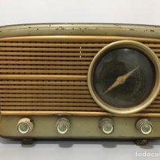 Radios de válvulas: ANTIGUA RADIO DE MADERA. Lote 141493457