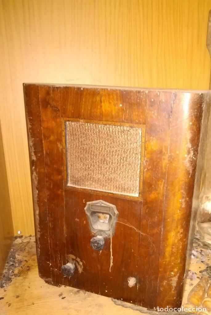 PRECIOSA RADIO DE VÁLVULAS MODERNISTA DE LOS AÑOS TREINTA (Radios, Gramófonos, Grabadoras y Otros - Radios de Válvulas)