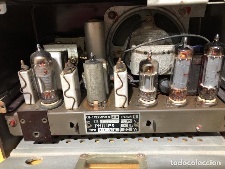 Radios de válvulas: RADIO DE VÁLVULAS PHILIPS B1E 82U CON MUEBLE DE BAQUELITA. - Foto 7 - 142809502