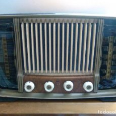 Radios de válvulas: RADIO ANTIGUA EN MADERA Y A VALVULAS. Lote 143285278