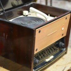 Radios de válvulas: BONITA RADIO TOCADISCOS MARCONI - DISEÑO FUTURISTA - ESPAÑA - TAMAÑO GRANDE. Lote 143798498