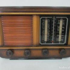 Radios de válvulas: ANTIGUA RADIO DE VÁLVULAS - BONITO DISEÑO . Lote 143812654