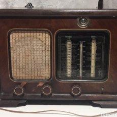 Radios de válvulas: ANTIGUA RADIO DE VÁLVULAS MARCA GRAM ONDA CORTA Y NORMAL. EN MADERA MACIZA GRAN TAMAÑO 50 X 25 X 37. Lote 144411188