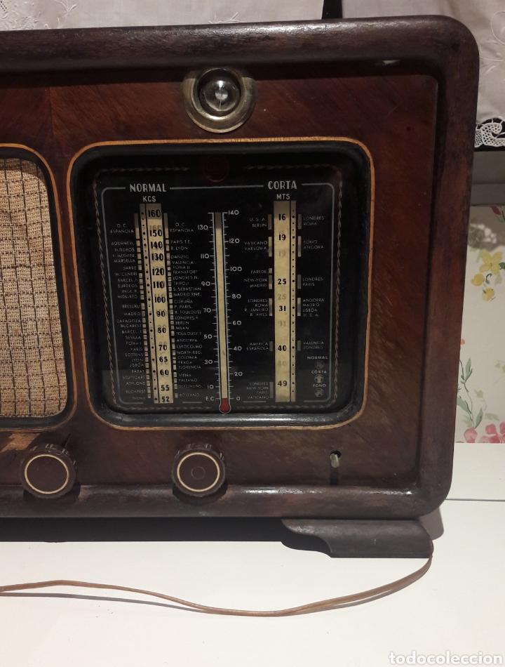Radios de válvulas: Antigua radio de válvulas Marca Gram Onda corta y normal. En madera maciza gran tamaño 50 x 25 x 37 - Foto 2 - 144411188